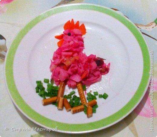 Всем известен с детских лет  салат любимый- винегрет. Приготовить - на обед или друга встретить, На стол праздничный подать - атмосферу счастья дать. И теперь хочу, друзья, Предложить  оригинальный способ оформления. фото 4