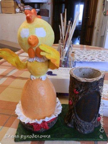Продолжая тему карандашниц, решила сделать петушка высиживающего яйцо и ожидающего чуда. То-ли это наступающий Новый год, то-ли вылупление птенца, но в любом случае - это точно ЧУДО. фото 20