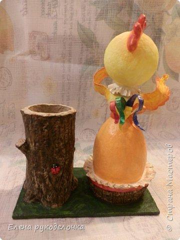 Продолжая тему карандашниц, решила сделать петушка высиживающего яйцо и ожидающего чуда. То-ли это наступающий Новый год, то-ли вылупление птенца, но в любом случае - это точно ЧУДО. фото 22