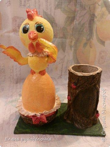 Продолжая тему карандашниц, решила сделать петушка высиживающего яйцо и ожидающего чуда. То-ли это наступающий Новый год, то-ли вылупление птенца, но в любом случае - это точно ЧУДО. фото 1