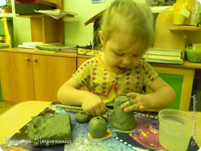 """Идея игрушки """"Петя-петушок"""" возникла после  просмотра советского короткометражного рисованного мультфильма «Пропал Петя-петушок»о том, как опасно быть непослушным.Главный герой  мультфильма — маленький и очень любопытный цыплёнок Петя.  фото 7"""