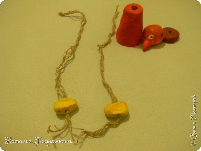 """Идея игрушки """"Петя-петушок"""" возникла после  просмотра советского короткометражного рисованного мультфильма «Пропал Петя-петушок»о том, как опасно быть непослушным.Главный герой  мультфильма — маленький и очень любопытный цыплёнок Петя.  фото 13"""
