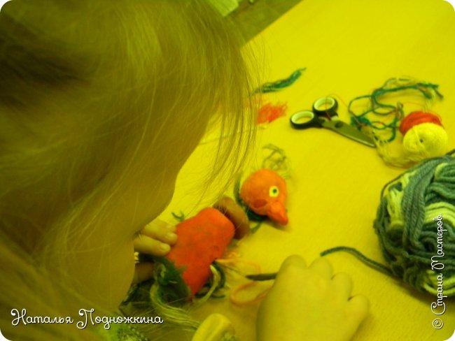 """Идея игрушки """"Петя-петушок"""" возникла после  просмотра советского короткометражного рисованного мультфильма «Пропал Петя-петушок»о том, как опасно быть непослушным.Главный герой  мультфильма — маленький и очень любопытный цыплёнок Петя.  фото 16"""