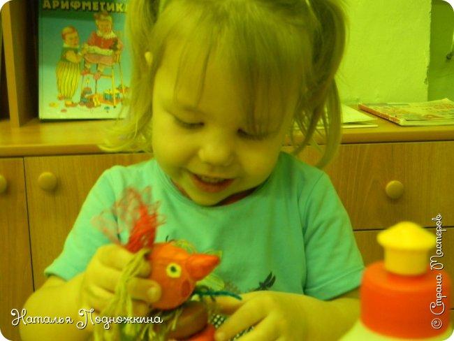 """Идея игрушки """"Петя-петушок"""" возникла после  просмотра советского короткометражного рисованного мультфильма «Пропал Петя-петушок»о том, как опасно быть непослушным.Главный герой  мультфильма — маленький и очень любопытный цыплёнок Петя.  фото 19"""
