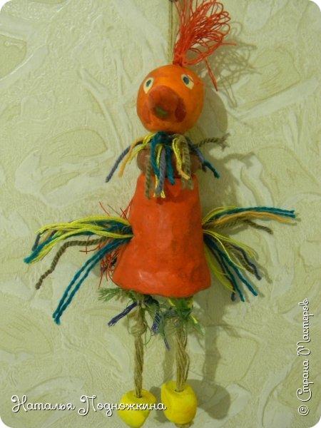 """Идея игрушки """"Петя-петушок"""" возникла после  просмотра советского короткометражного рисованного мультфильма «Пропал Петя-петушок»о том, как опасно быть непослушным.Главный герой  мультфильма — маленький и очень любопытный цыплёнок Петя.  фото 21"""