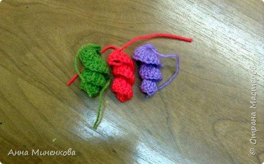 Доброго всем времени суток!  Для участия в новогоднем конкурсе моя ученица Насырова Элина связала петушка - ёлочную игрушку, а придумали мы его вместе.  фото 6