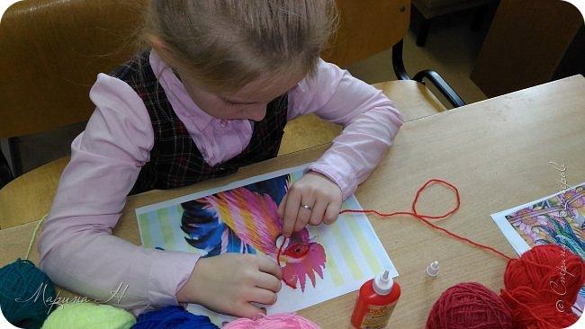 Эту работу было решено нарисовать ниточками. Эту ответственную работу было поручено выполнять Медведевой Соне. Она учится во втором классе фото 2