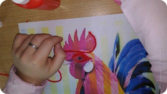 Эту работу было решено нарисовать ниточками. Эту ответственную работу было поручено выполнять Медведевой Соне. Она учится во втором классе фото 3