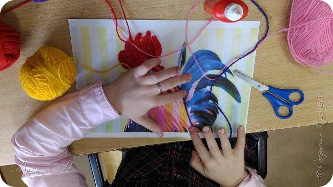 Эту работу было решено нарисовать ниточками. Эту ответственную работу было поручено выполнять Медведевой Соне. Она учится во втором классе фото 4
