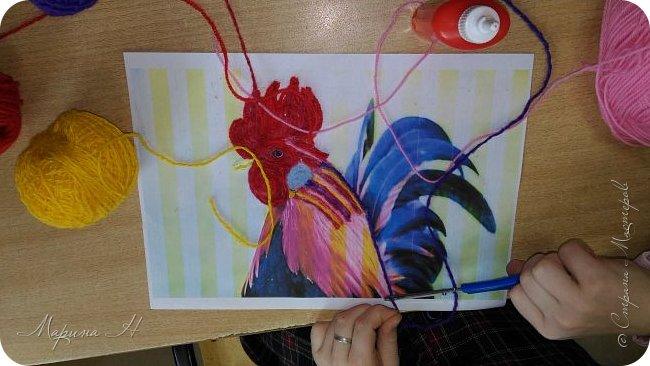 Эту работу было решено нарисовать ниточками. Эту ответственную работу было поручено выполнять Медведевой Соне. Она учится во втором классе фото 5
