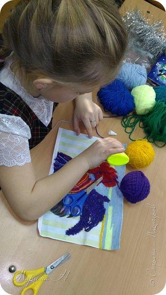 Эту работу было решено нарисовать ниточками. Эту ответственную работу было поручено выполнять Медведевой Соне. Она учится во втором классе фото 7