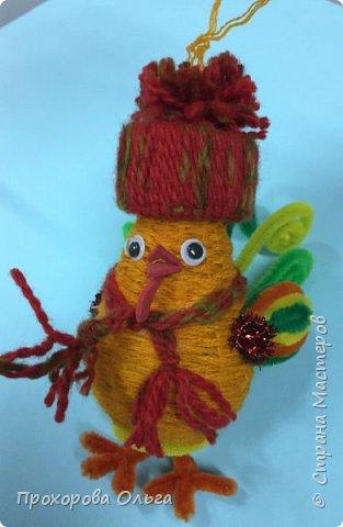 Петушок из лампочки, самый что ни есть новогодний, ведь будет жить на ёлке сообщая всем что он главный в этом году. фото 24