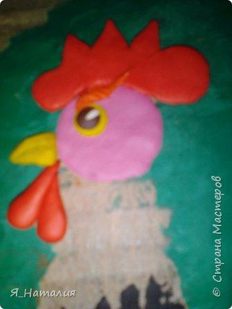 Здравствуйте. Решила поучаствовать в конкурсе. Сделала портрет петуха из пластилина. фото 6