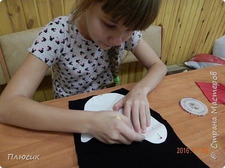 Оля учится в 5 классе. Прихватку в виде Петушка она сшила самостоятельно. Вдохновением для работы послужили работы  хохломских мастеров. фото 4