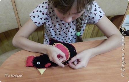 Оля учится в 5 классе. Прихватку в виде Петушка она сшила самостоятельно. Вдохновением для работы послужили работы  хохломских мастеров. фото 13