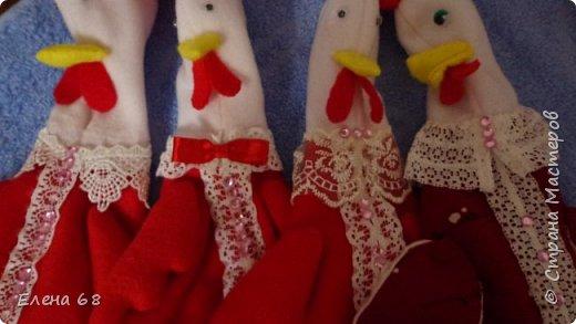 У нас на новогоднем столе всегда присутствуют символы Нового Года . Сначала появился Дед Мороз, потом Снегурочка. А в этом году - Петух с сюрпризом. фото 9