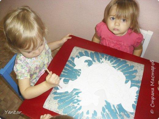 Этого петушка сделали с помощью воспитателя самые маленькие наши детки (от года и 2 месяцев до 2 лет). фото 8