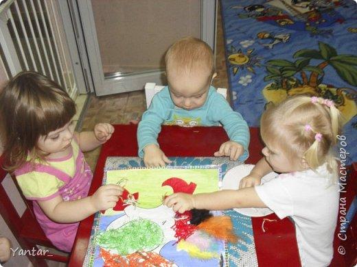 Этого петушка сделали с помощью воспитателя самые маленькие наши детки (от года и 2 месяцев до 2 лет). фото 12