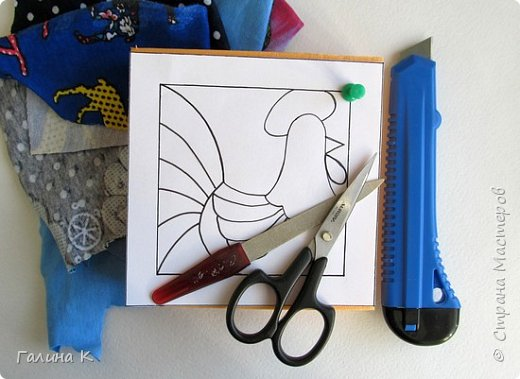 Этот петушок выполнен из маленьких кусочков ткани в технике кинусайга.  фото 3