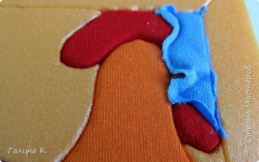 Этот петушок выполнен из маленьких кусочков ткани в технике кинусайга.  фото 15