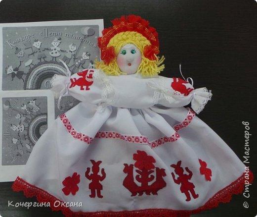 Кукла - это детская игрушка в виде фигурки человека. Кукол делали из дерева, соломы, глины, ткани.   Для маленьких девочек кукол делали - мама, бабушка, старшие сёстры. А   в 5лет, девочка должна была сделать первую куклу сама. Наверное, ни одна девочка в 9лет  не откажется от удовольствия сделать эксклюзивную куклу своими руками? Сегодня я расскажу как делала эту куклу. фото 1
