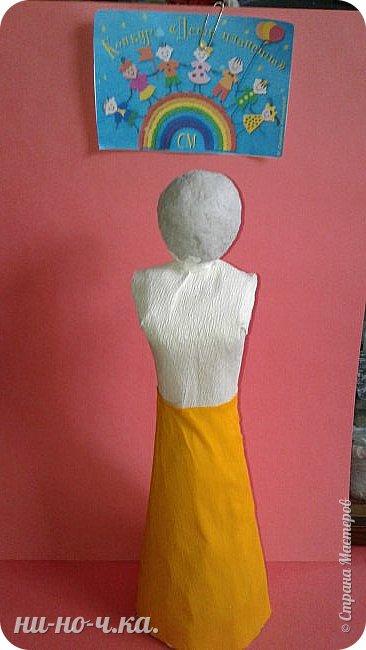 Индийская девушка в национальном костюме , символизирующем флаг Индии. фото 6