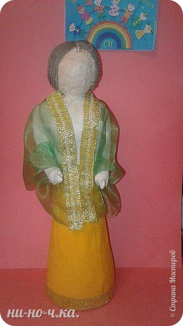 Индийская девушка в национальном костюме , символизирующем флаг Индии. фото 10