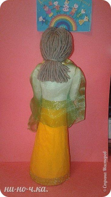 Индийская девушка в национальном костюме , символизирующем флаг Индии. фото 9