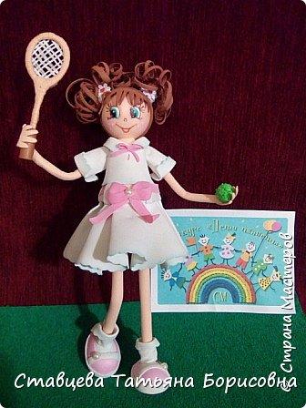 Знакомьтесь - это Машенька, и в любую погоду она очень любит заниматься теннисом на теннисных кортах.  фото 19
