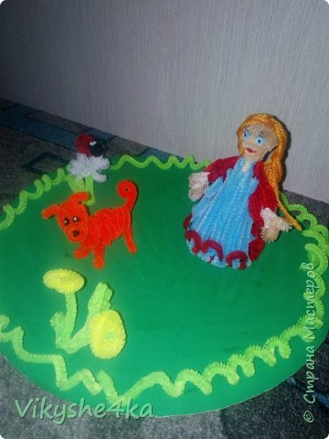 Это Василиса и  ее лучший друг Ландыш. Они нашли полянку с одуванчиками. Ландыш впервые увидел божью коровку и теперь с любопытством рассматривает. фото 9