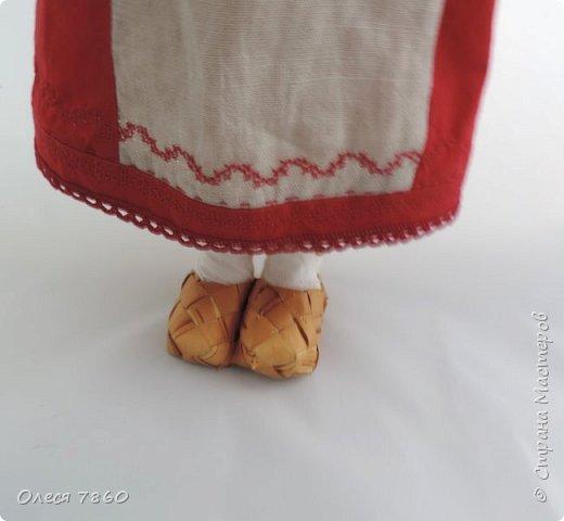 Добрый день. Представляю вам куклу в русском костюме. В руках у нее русская народная игрушка, кукла Сударушка. фото 4