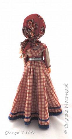Добрый день. Представляю вам куклу в русском костюме. В руках у нее русская народная игрушка, кукла Сударушка. фото 9