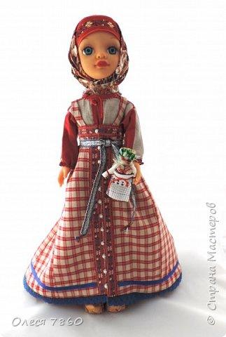 Добрый день. Представляю вам куклу в русском костюме. В руках у нее русская народная игрушка, кукла Сударушка. фото 1