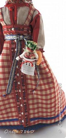 Добрый день. Представляю вам куклу в русском костюме. В руках у нее русская народная игрушка, кукла Сударушка. фото 10