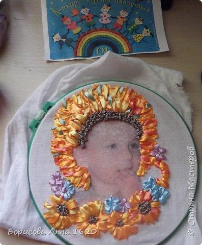 """Здравствуйте, жители Страны Мастеров. Представляю свою работу в технике вышивка лентами. Тема """"Дети - цветы жизни"""" меня сразу заинтересовала, тем более этот """"цветочек"""" каждый день под ногами вертится. Долго думала - крутила, и пришла к выводу, что хочу портрет дочки вышить.И началась работа. фото 7"""