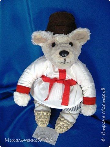 Мой любимый герой сказок  и мультфильмов – МИШКА. Считается, что медведь - это олицетворение русского народа, Руси, а сейчас и России. В русских народных  сказках всегда возвышают образ медведя, он  добрый, сильный, способен защищать слабых. С развитием кинематографа мишка стал мультипликационным героем, например, « Маша и Медведь», «Три медведя», «Мужик и медведь».  фото 17