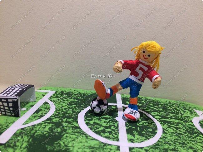 Как только мы узнали про новый конкурс в Стране Мастеров, Денис тут же заявил, что он будет делать футбольное поле с футболистом.  фото 12