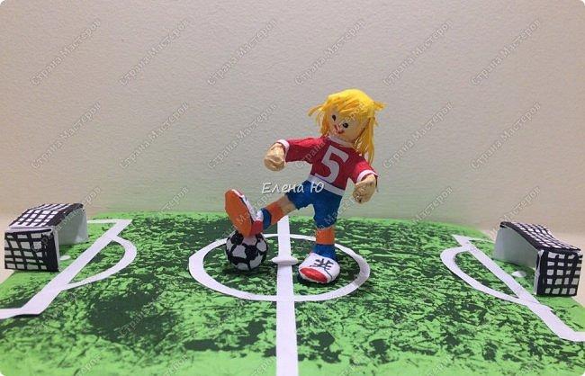 Как только мы узнали про новый конкурс в Стране Мастеров, Денис тут же заявил, что он будет делать футбольное поле с футболистом.  фото 3