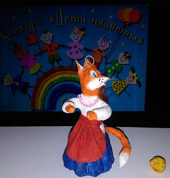 """Здравствуйте,друзья!Сегодня хочу показать вам ёлочную игрушку, которая сделана из ваты. Одной из первой сказкой которую многие рассказывают своим детям является сказка Колобок. Сказка про Колобка встречается в русском и украинском фольклоре ,а так же имеет аналоги в сказках других народов:американская""""пряничный человечек"""",английская """"Джони-пончик.Сюжет также встречается в скандинавских,немецких,узбекских,татарских и других сказках.    фото 8"""