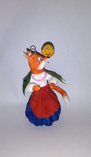 """Здравствуйте,друзья!Сегодня хочу показать вам ёлочную игрушку, которая сделана из ваты. Одной из первой сказкой которую многие рассказывают своим детям является сказка Колобок. Сказка про Колобка встречается в русском и украинском фольклоре ,а так же имеет аналоги в сказках других народов:американская""""пряничный человечек"""",английская """"Джони-пончик.Сюжет также встречается в скандинавских,немецких,узбекских,татарских и других сказках.    фото 2"""