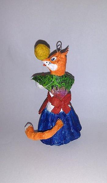 """Здравствуйте,друзья!Сегодня хочу показать вам ёлочную игрушку, которая сделана из ваты. Одной из первой сказкой которую многие рассказывают своим детям является сказка Колобок. Сказка про Колобка встречается в русском и украинском фольклоре ,а так же имеет аналоги в сказках других народов:американская""""пряничный человечек"""",английская """"Джони-пончик.Сюжет также встречается в скандинавских,немецких,узбекских,татарских и других сказках.    фото 14"""