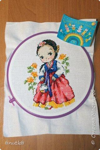 Вот и моя конкурсная работа!Обожаю Южную Корею!Особенно её историю,вот и решила создать картины и саше с такими милыми девочками в национальных корейских нарядах - ханбок. Ханбок — национальный традиционный костюм жителей Кореи. Ханбок часто шьют из ярких одноцветных тканей, это одежда для официальных и полуофициальных приёмов, фестивалей и празднеств. фото 10