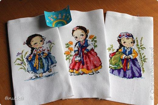 Вот и моя конкурсная работа!Обожаю Южную Корею!Особенно её историю,вот и решила создать картины и саше с такими милыми девочками в национальных корейских нарядах - ханбок. Ханбок — национальный традиционный костюм жителей Кореи. Ханбок часто шьют из ярких одноцветных тканей, это одежда для официальных и полуофициальных приёмов, фестивалей и празднеств. фото 11