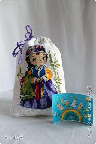 Вот и моя конкурсная работа!Обожаю Южную Корею!Особенно её историю,вот и решила создать картины и саше с такими милыми девочками в национальных корейских нарядах - ханбок. Ханбок — национальный традиционный костюм жителей Кореи. Ханбок часто шьют из ярких одноцветных тканей, это одежда для официальных и полуофициальных приёмов, фестивалей и празднеств. фото 2