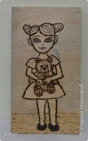 """Плюшевые Мишки - любимые игрушки маленьких девочек и мальчиков.  Варя изобразила с Мишкой девочку, и назвали мы ее Маша. Поэтому второе название этой работы """"Маша и Медведь"""" фото 1"""