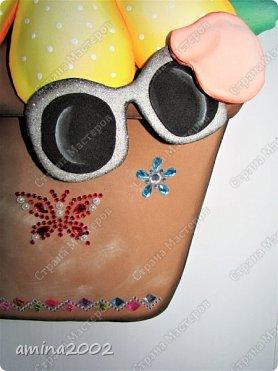 """Добрый день! Конкурсная работа """"Дети цветы жизни"""".Чтобы цветы были красивыми и ухоженными, о них нужно всегда заботиться. Мы, защищаем своих детей от дождя, солнца, снега...Может быть иногда """"перегибаем палку"""", помните как у Сергея Михалкова в стихотворении """"Про мимозу"""": """"...только он глаза откроет - Ставят градусник ему, Обувают, Одевают И всегда, в любом часу, Что попросит, то несут."""" фото 2"""