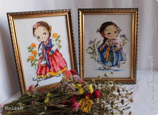 Вот и моя конкурсная работа!Обожаю Южную Корею!Особенно её историю,вот и решила создать картины и саше с такими милыми девочками в национальных корейских нарядах - ханбок. Ханбок — национальный традиционный костюм жителей Кореи. Ханбок часто шьют из ярких одноцветных тканей, это одежда для официальных и полуофициальных приёмов, фестивалей и празднеств. фото 1