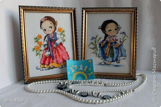 Вот и моя конкурсная работа!Обожаю Южную Корею!Особенно её историю,вот и решила создать картины и саше с такими милыми девочками в национальных корейских нарядах - ханбок. Ханбок — национальный традиционный костюм жителей Кореи. Ханбок часто шьют из ярких одноцветных тканей, это одежда для официальных и полуофициальных приёмов, фестивалей и празднеств. фото 16
