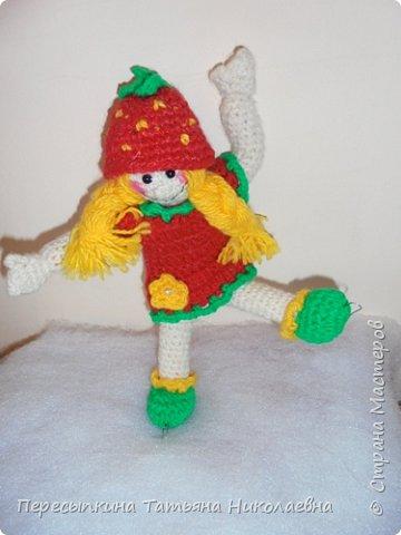 Мой любимый вид спорта – фигурное  катание. А ещё я очень люблю программу «Ледниковый период». В этой передаче на льду столько различных, необычных атрибутов. И сами фигуристы выступают в самых необычных костюмах. Вот я и решила сделать фигуристку в костюме «Ягодка». фото 9