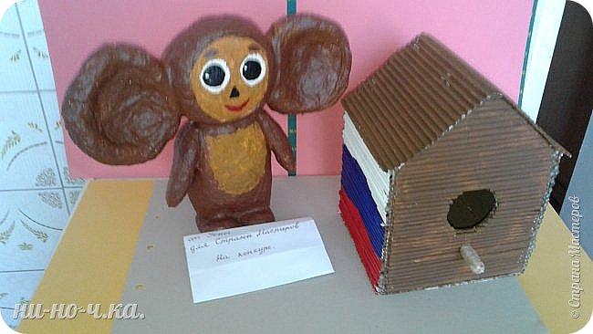 Здравствуйте! Вот и мой чебурашка пришёл к вам на конкурс. Так как чебурашка живёт в России, то я изобразила в скворечнике символ нашей страны- триколор.  фото 11